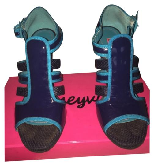 Betseyville Wedges