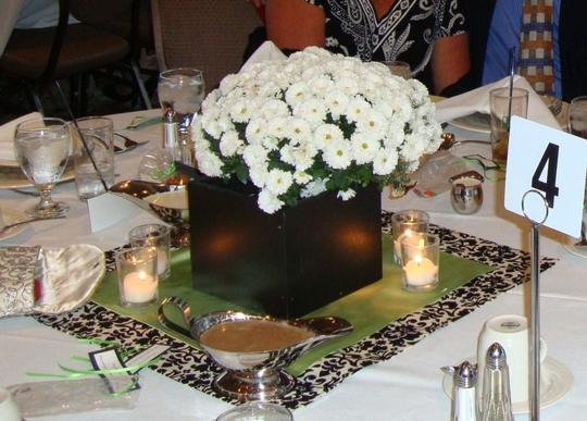Preload https://item5.tradesy.com/images/black-and-white-damask-decor-reception-decoration-53324-0-0.jpg?width=440&height=440