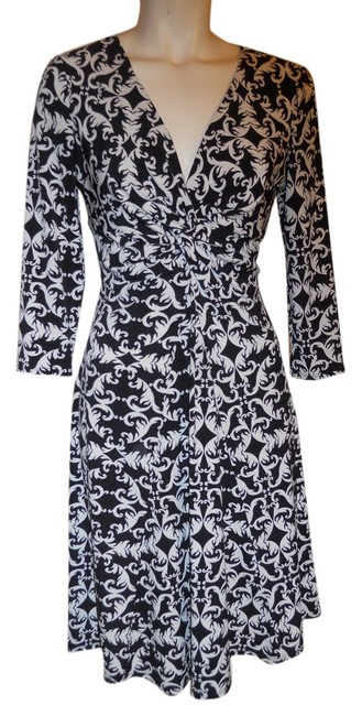 Preload https://item3.tradesy.com/images/white-house-black-market-and-knit-knee-length-workoffice-dress-size-6-s-5334907-0-0.jpg?width=400&height=650