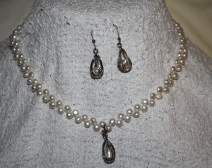 Dangle Tear Drop Necklace And Earring Set