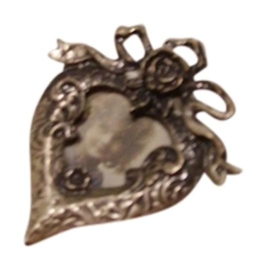 Other antique-look Photo-frame pin