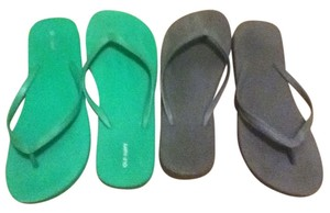 Old Navy Flip Flops Beach Green and Grey Sandals