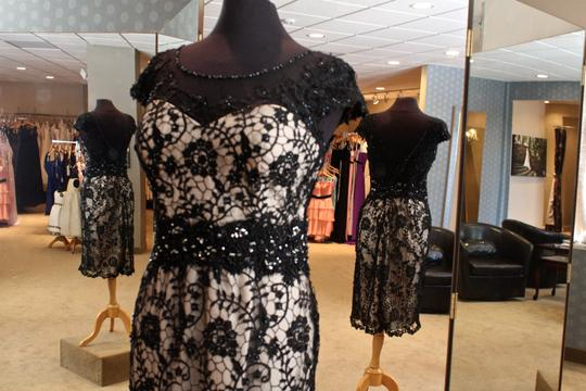 Black and Nude Lace 70935 Formal Bridesmaid/Mob Dress Size 10 (M)