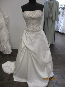 5455 (133l) Wedding Dress