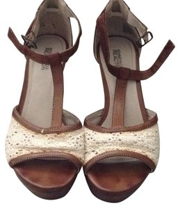 Kenneth Cole Reaction Tan and White Wedges