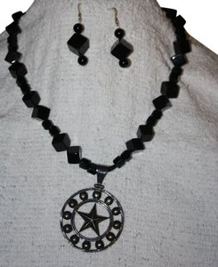 Preload https://item5.tradesy.com/images/black-and-silver-onyx-necklace-earring-set-536944-0-0.jpg?width=440&height=440