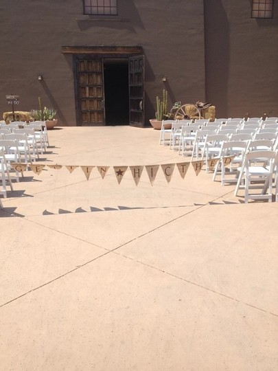 Preload https://img-static.tradesy.com/item/53719/tan-burlap-gettin-hitched-banner-11ft-ceremony-decoration-0-0-540-540.jpg