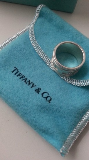 Tiffany & Co. 100% Authentic Tiffany & Co. Ring Size 7