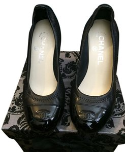 Chanel Lambskin Patent Leather black Pumps