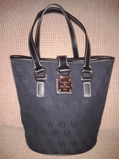 Preload https://img-static.tradesy.com/item/5388/dooney-and-bourke-signature-monogram-bucket-black-canvas-tote-0-0-540-540.jpg