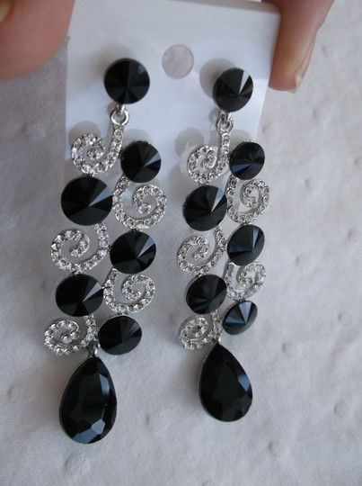 Other Long Black and White Austrian Crystals on Stainless Steel Post Earrings Estate Fashion