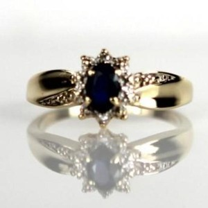 Vibrant Blue Sapphire Ring With 2 Round Diamond Accents