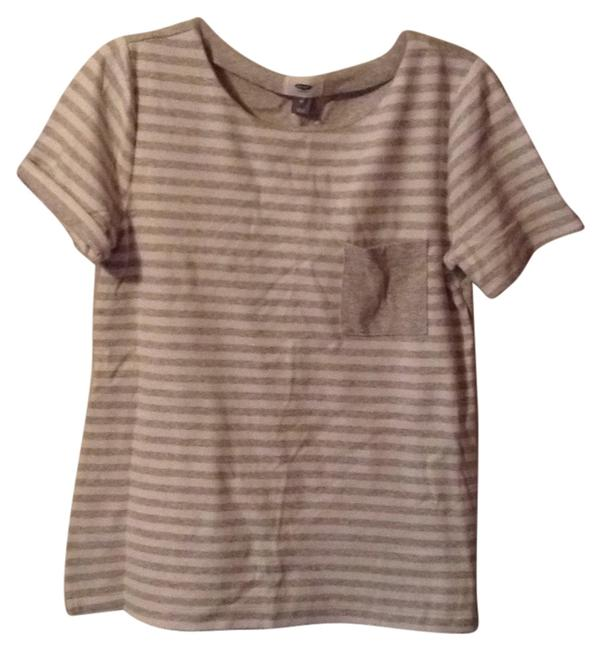 Preload https://item4.tradesy.com/images/old-navy-white-grey-tee-shirt-size-10-m-5392738-0-0.jpg?width=400&height=650