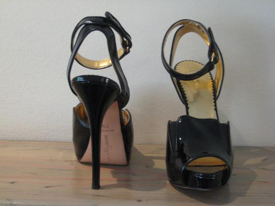 Report Signature Black Pumps