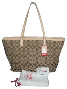 Coach Tote in KHAKI / Doe