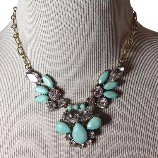 Preload https://item4.tradesy.com/images/mint-green-feather-statement-nwot-necklace-539453-0-0.jpg?width=440&height=440
