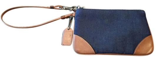 Preload https://item4.tradesy.com/images/coach-wristlet-5396548-0-0.jpg?width=440&height=440