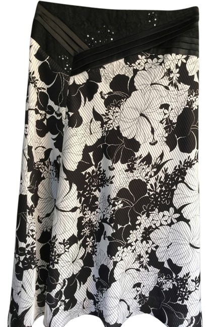 Preload https://item2.tradesy.com/images/black-and-white-floral-knee-length-skirt-size-0-xs-25-5397211-0-0.jpg?width=400&height=650