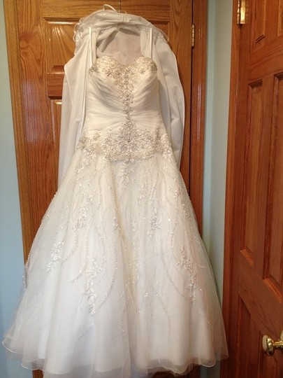 Allure Bridals Ivory Organza 8769 Modern Wedding Dress Size 8 (M)