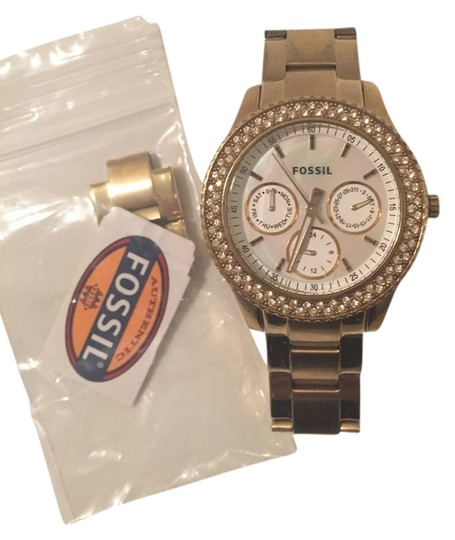 Preload https://item4.tradesy.com/images/fossil-gold-watch-5401723-0-2.jpg?width=440&height=440