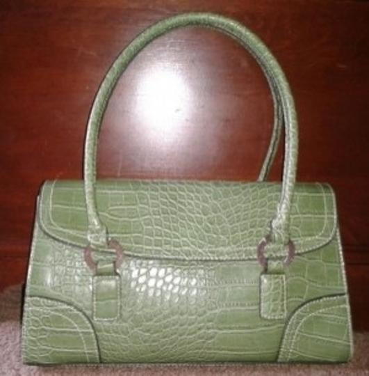 Preload https://img-static.tradesy.com/item/5403/tommy-hilfiger-green-crocodile-skin-satchel-0-0-540-540.jpg