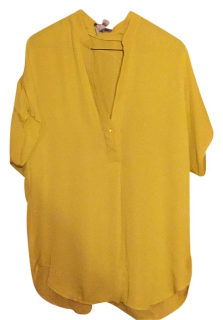Preload https://item4.tradesy.com/images/vince-yellow-blouse-size-6-s-5403508-0-0.jpg?width=400&height=650