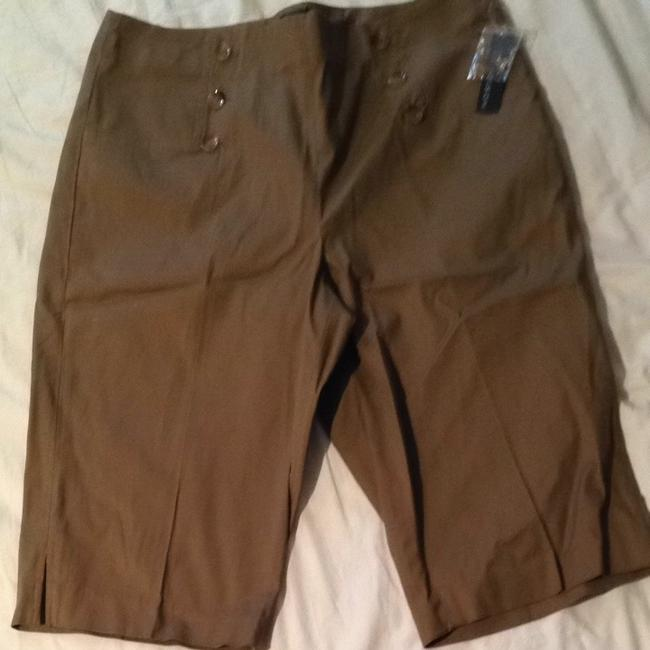 Preload https://item2.tradesy.com/images/1-madison-cocoa-powder-button-front-capris-size-14-l-34-540381-0-0.jpg?width=400&height=650