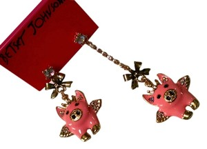 Betsey Johnson Brand-Betsey Johnson Style-Flying Pigs Dangle Earrings Color-Pink, Gold Size-1 in. pigs Condition-New