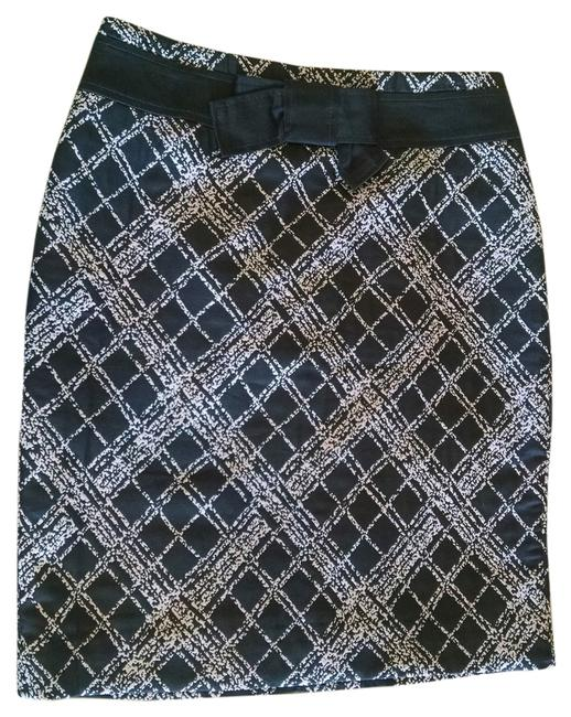 Preload https://item5.tradesy.com/images/the-limited-pencil-print-skirt-white-5409349-0-0.jpg?width=400&height=650
