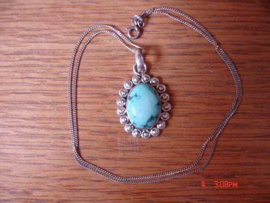 NATIVE AMERICAN NAVAJO NATIVE AMERICAN STERLING SILVER TURQUOISE OVAL PENDANT & CHAIN/ NEW