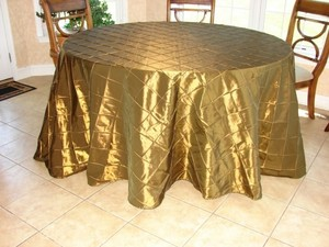 "Bronze 2- 132"" Round Pintuck Tablecloth"