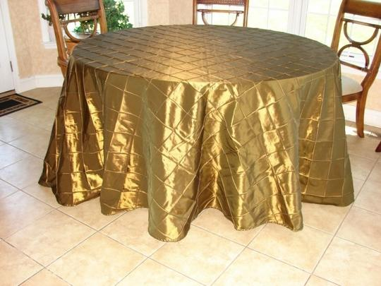 Preload https://item2.tradesy.com/images/bronze-2-132-round-pintuck-tablecloth-54131-0-0.jpg?width=440&height=440