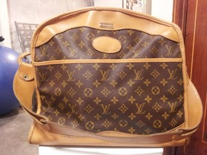 795c04ce7be Louis Vuitton - Saks Fifth Avenue Tote / Cosmetics Monogram Canvas Leather  Weekend/Travel Bag 71% off retail