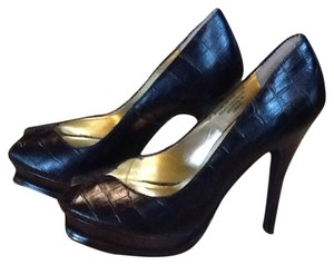 Colin Stuart Black Leather Pumps