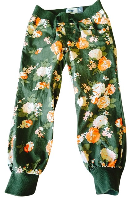Preload https://item5.tradesy.com/images/old-navy-green-with-orange-flowers-coated-capricropped-jeans-size-23-00-xxs-5428624-0-0.jpg?width=400&height=650