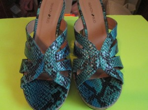 Fashion Bug Reptile Teal Wedges