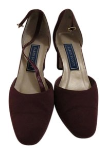Karen Scott Maroon Pumps