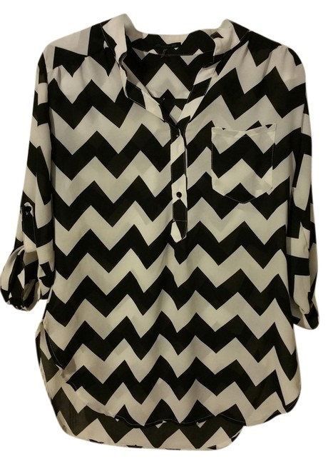 Preload https://item3.tradesy.com/images/cals-top-black-and-white-chevron-5439892-0-0.jpg?width=400&height=650