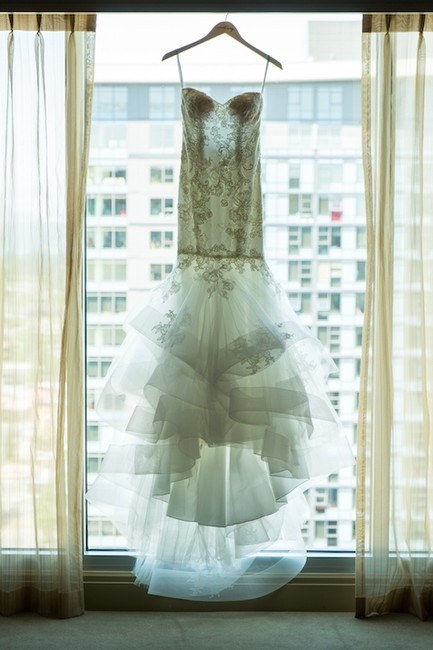Item - Ivory Chantilly Lace / Tulle Mermaid Style - Bliss Collection 1512 Modern Wedding Dress Size 2 (XS)