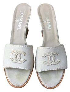 Chanel cream Wedges