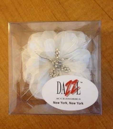 White/Silver Feather Piece Hair Accessory