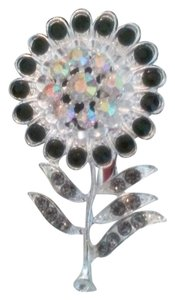 Beautiful Rhinestone Flower Brooch