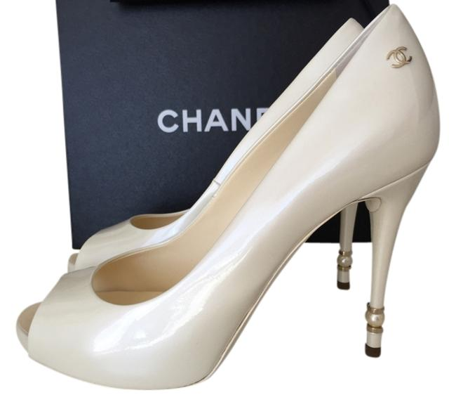Item - Off White / Pearl 2015 Collection Patent Leather Peep-toe Pumps Size US 8.5 Wide (C, D)