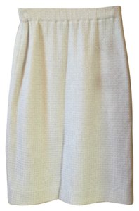 St. John Knit White Size 2 Skirt Patterned