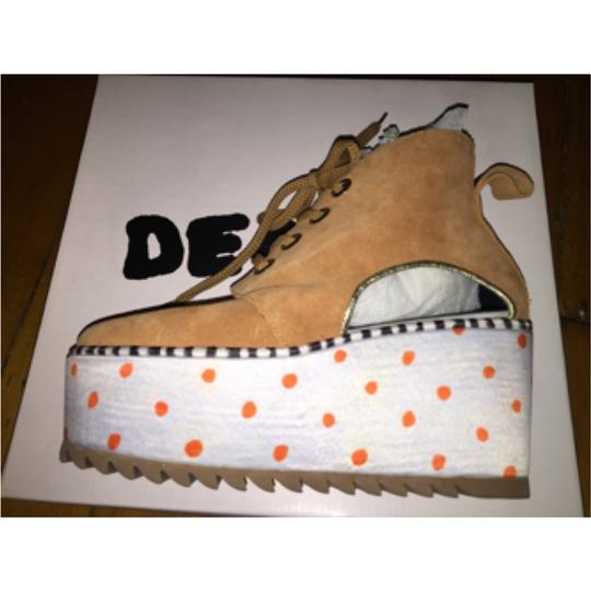 Degen Tan, orange Wedges