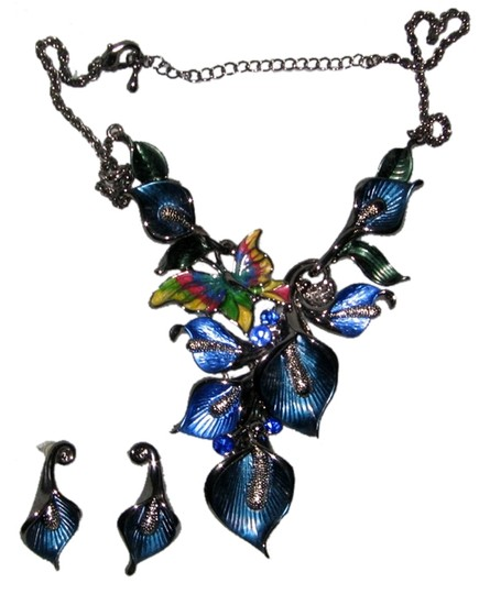 Preload https://item1.tradesy.com/images/statement-necklace-calla-lilies-and-butterfly-5461360-0-0.jpg?width=440&height=440