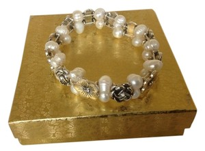 Stretchy Silver Fresh Water Pearl Bracelet