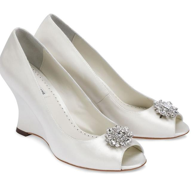 Item - Ivory Helen Wedges Size US 9 Regular (M, B)