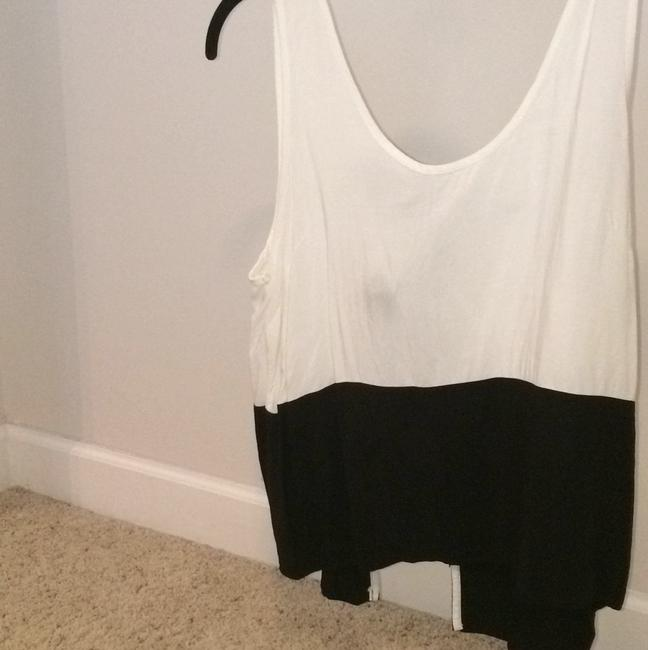 Urban Outfitters Top Black and white