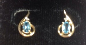 Avon 14k Gold & Blue Topaz Teardrop Earrings